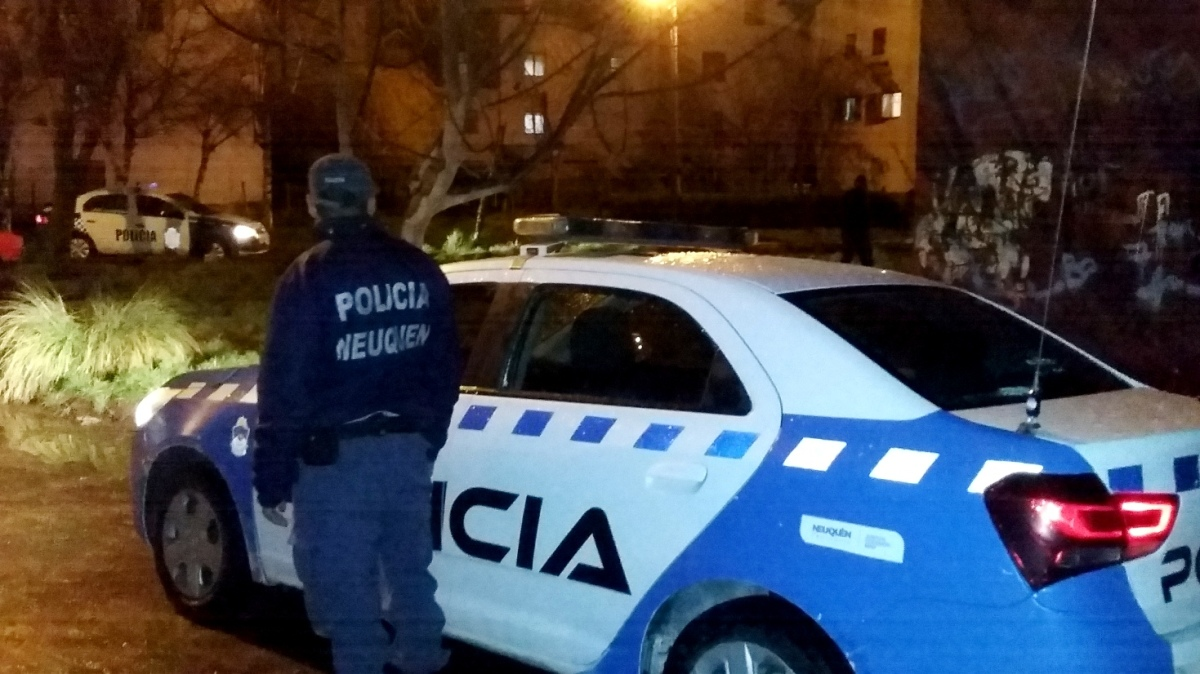 Antinarcóticos allanó vivienda donde un policía federal compraba cocaína: Dos detenidos