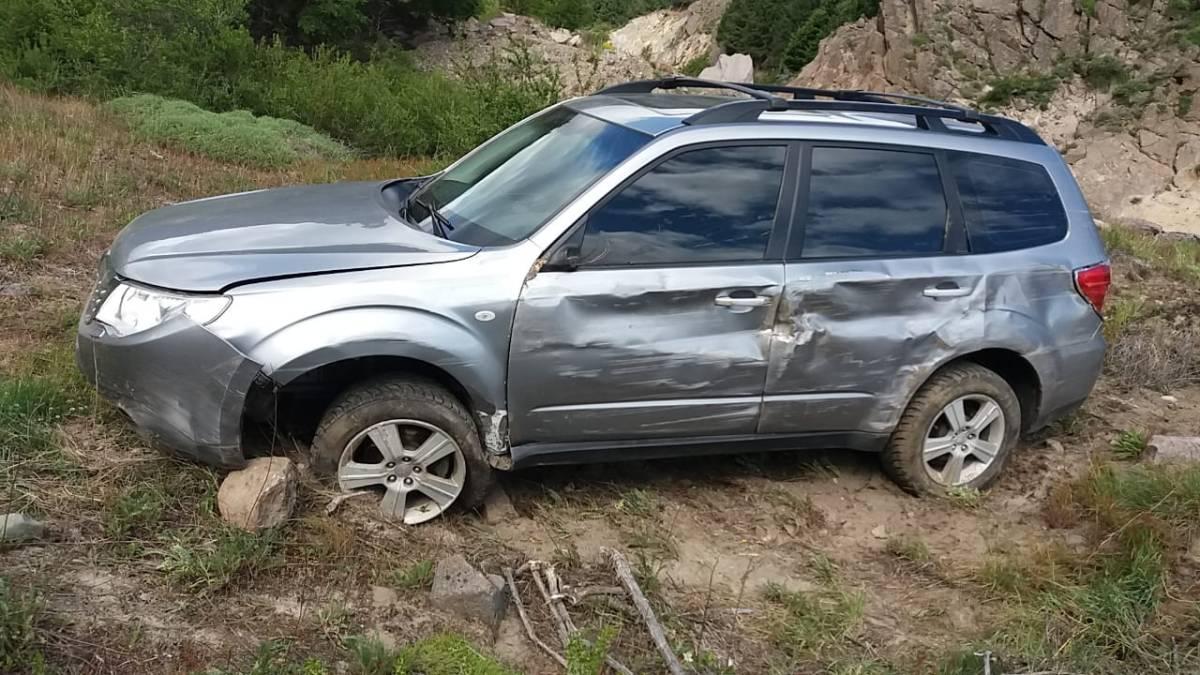 Un nuevo incidente vial sobre la Ruta 40: Derrapó y terminó su travesía sobre la banquina